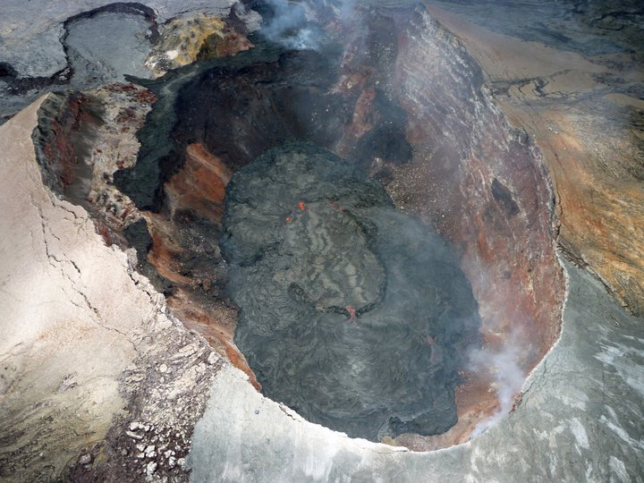 active volcano crater in Hawaii